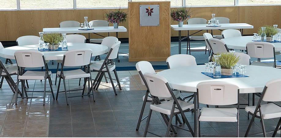 Tables et chaises banquet